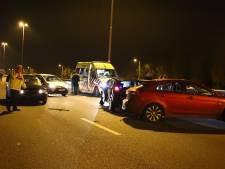 Auto's botsen op elkaar op A2 bij Deil, weg afgesloten