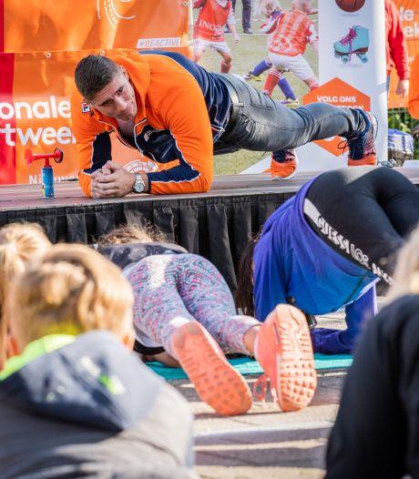 Nieuwegeinse school plankt met kickbokser Rico Verhoeven: 'Hij is écht groot!'