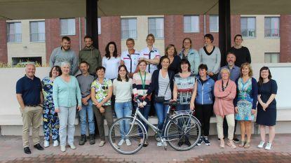Deelnemers fietswedstrijd in de bloemetjes gezet