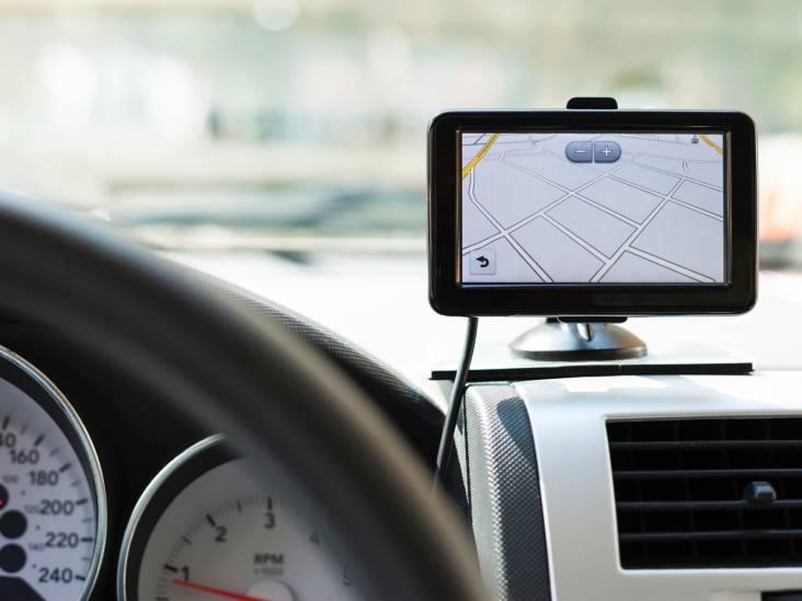 Politie vindt 35 navigatiesystemen in één auto; rechter vraagt verdachte om opheldering