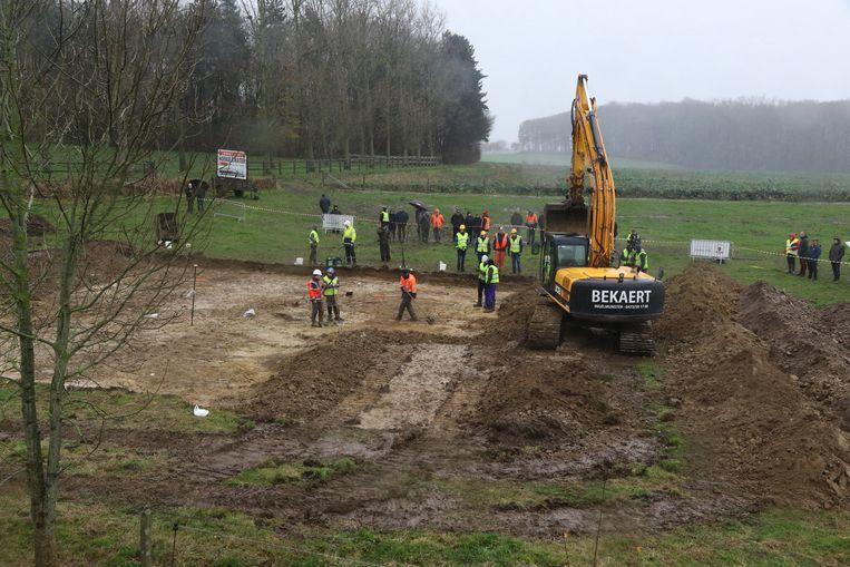 Het team archeologen aan de slag.