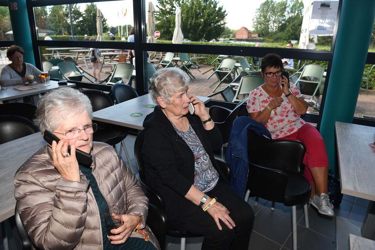 De bewoners van de Tuinwijk in Haacht laten weten dat ze in de cafetaria van sportcomplex Den Dijk zitten.