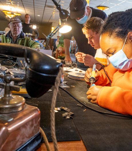 Burendag valt in het water, maar Repair Café Middelburg werkt gewoon door