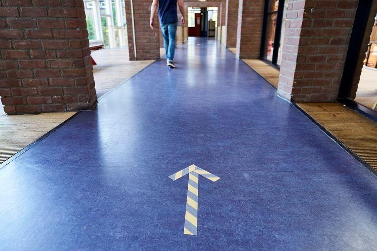 Voorbereidingen op het Haags Montessori Lyceum in aanloop naar de heropening. Middelbare scholen zijn sinds 2 juni open, maar leerlingen en docenten moeten anderhalve meter afstand houden.  Beeld ANP