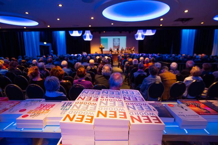 Volle zalen waar het Literair Café Helmond patent op heeft, zitten er voorlopig niet in. Dus hebben de organisatoren als alternatief een schrijfwedstrijd op touw gezet.