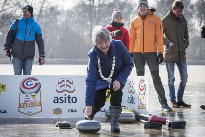 Burgemeester Annelies van der Kolk in actie