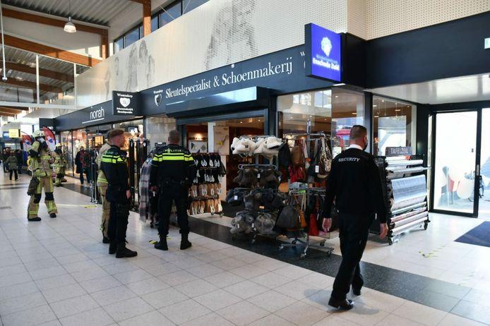 Bij de schoenmaker in winkelcentrum Zuid is vrijdagmiddag brand ontstaan.