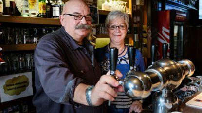 """Kroegbaas heropent café… om binnen 11 weken afscheid te nemen van klanten: """"Hopelijk mogen ze snel weer aan toog hangen"""""""