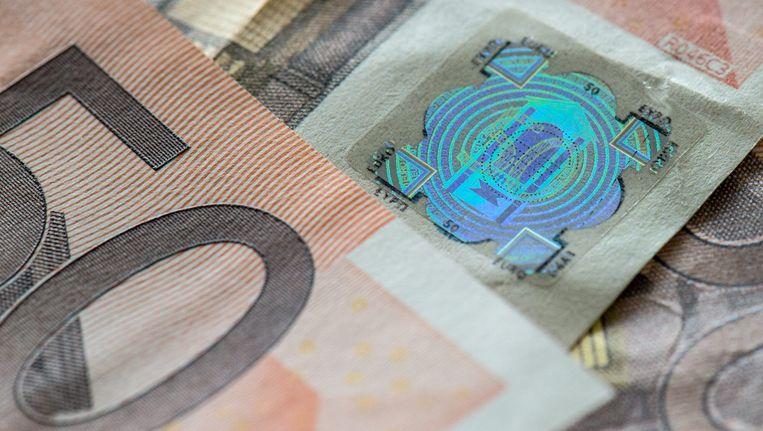 Archieffoto: een nagemaakt hologram geplakt op onechte biljetten van 50 euro. Foto uit 2015.