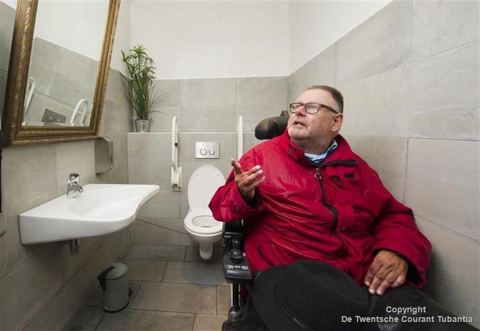 Bert Hassink tijdens de toilettest van de stadsredactie