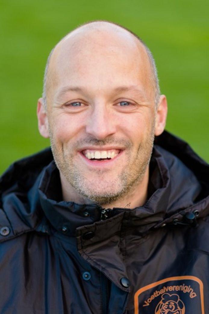 Jeroen de Vries, de nieuwe trainer van VV Emst.