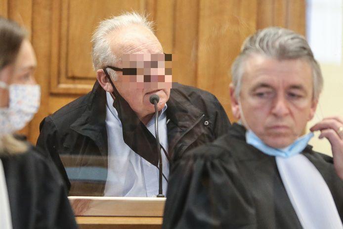 Roger Putseys wordt vandaag verhoord. Rechts in beeld Jan Swennen, advocaat van de verdediging.