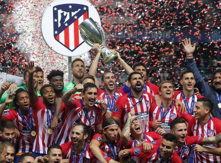 Atlético Madrid haalde het in de Madrileense clash met 2-4 en pakt zijn derde Europese Supercup.