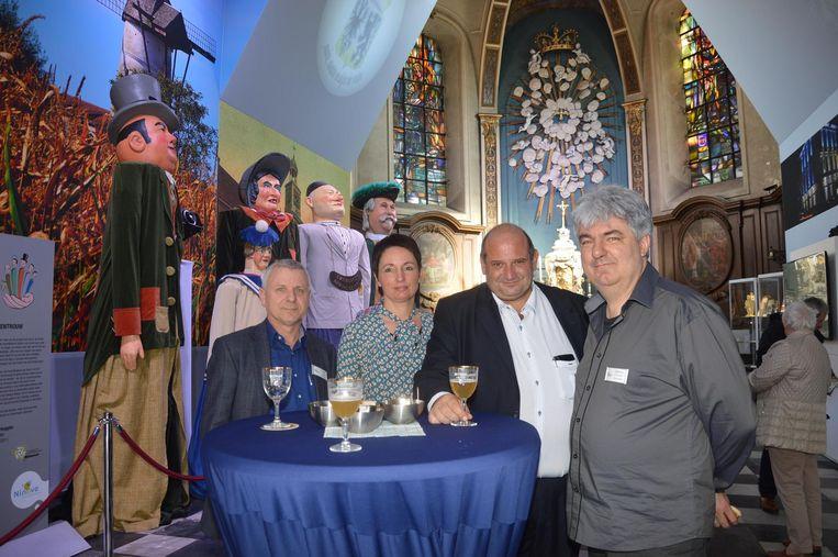 VVV-Ninove-voorzitter Yvan Roelandt, Kathleen De Herder -medewerker van de dienst toerisme-, toerismeschepen Alain Triest en toerismeconsulent Danny De Saedeleer in 2017 tijdens de opening van het nieuwe toeristisch centrum in de Hospitaalkapel.