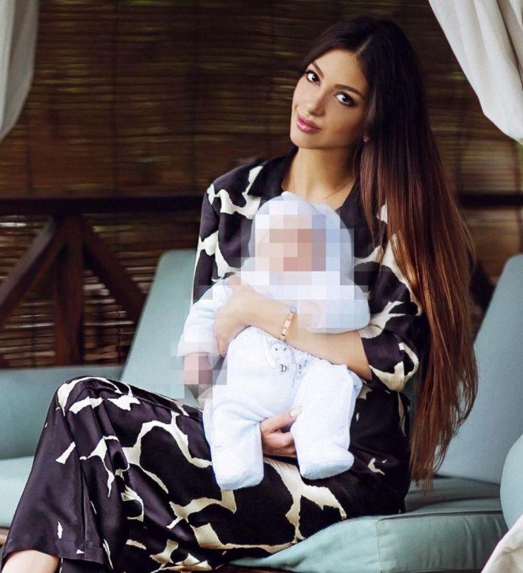 Oksana Voevodina en haar zoontje