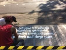 Poëzie op de stoep bij alle tram 3-haltes