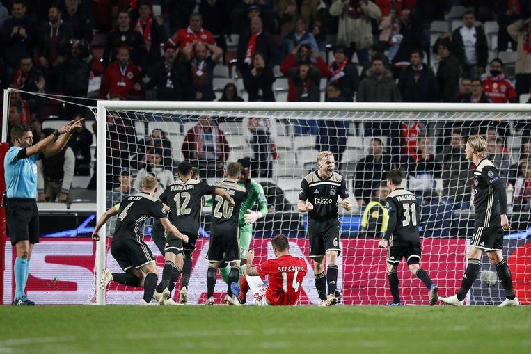 Ajax dwong een gelijkspel af tegen Benfica.