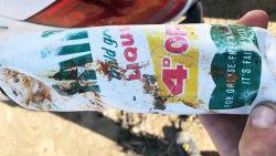 """Plastic fles spoelt na 50 jaar """"bijna als nieuw"""" aan: """"Schokkend hoelang vuilnis kan overleven"""""""