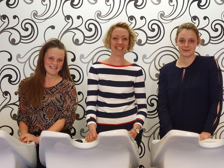 Maya Vanbesien (midden) en haar medewerkers Sien Dujardin en Amber Lowie (links)