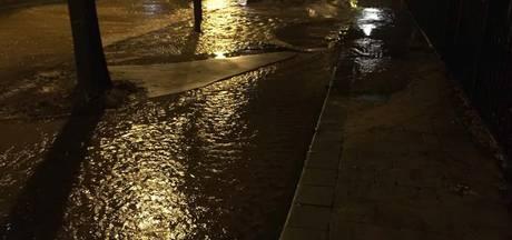 Edese straat staat blank door waterleidingbreuk