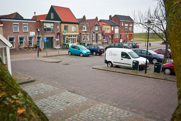 Het Havenplein in Sint-Annaland.