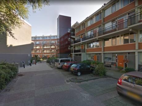 Politie deelt bekeuringen uit aan overlastgevende jongeren in Naaldwijkse wijk Opstal