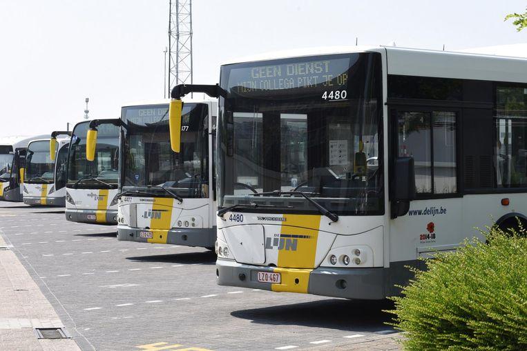De dienstverlening van De Lijn is vandaag verstoord door de eerste dag van een vierdaagse staking van de socialistische en liberale vakbond. Dat meldt de vervoersmaatschappij.
