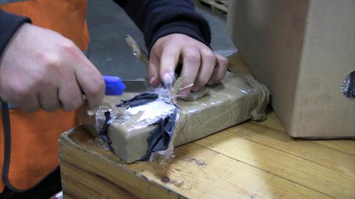 Een blok cocaïne zoals dat vaak wordt gesmokkeld