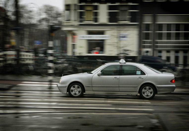 Plannen om de taxistandplaats van het Leidseplein naar het Leidsebosje te verplaatsen, stuiten op veel verzet. Foto Parool/Floris Lok Beeld