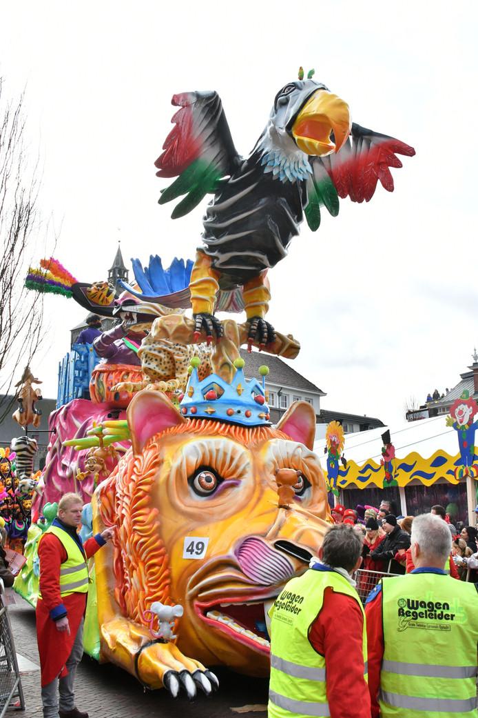 """Oldenzaal - Grote Twentse Carnavalsoptocht  49 De Sjeesköttels – ROSSUM - """"Noe goa'j 't beleaven, Afrika komt tot leaven"""". Praalwagens  editie OL/alle           Foto Carlo ter Ellen DTCT  CTE20180211"""