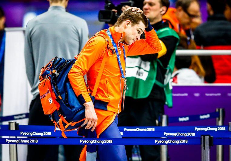 Sven Kramer verlaat teleurgesteld de Gangneung Oval na de 10.000 meter op de Olympische Winterspelen van Pyeongchang. Beeld ANP