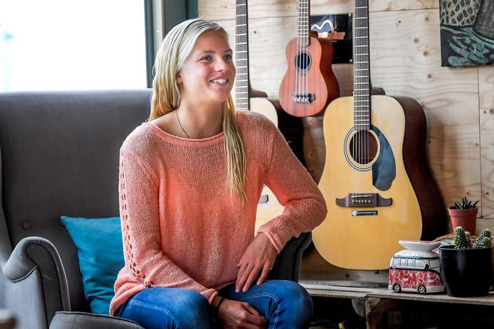 Surfster Eveline Hooft reist de wereld over.