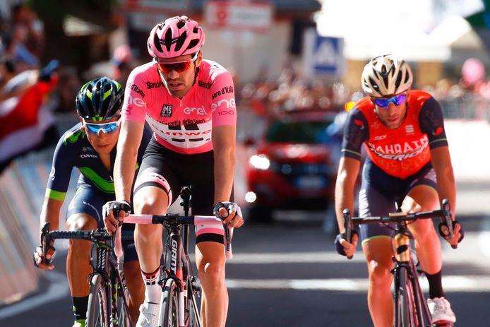 Veelzeggend beeld: Nibali en Quintana moeten Dumoulin voor zich dulden.