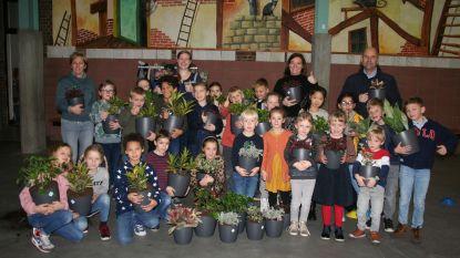 Leerlingen brengen zuurstof in de klas via plantjes
