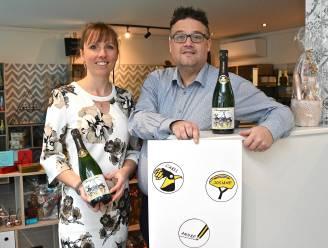 """Cartoon van drie ereburgers maakt champagne van Chicolat exclusief: """"Deel van de opbrengst gaat naar een goed doel"""""""