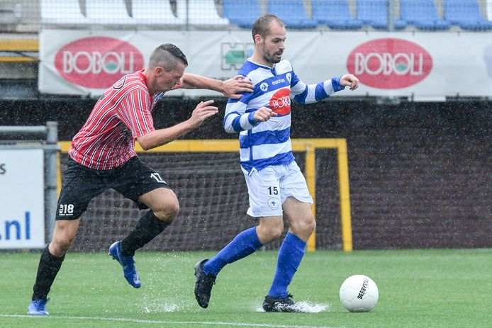 Istvan Bakx namens SV Spakenburg in actie tegen Urk afgelopen zaterdag.