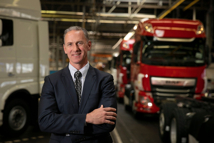 Preston Feight in de assemblagefabriek van DAF Trucks in Eindhoven.