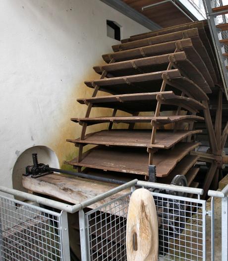 Waterrad Weverijmuseum Geldrop nog 'verstopt' achter wand en noodtrap