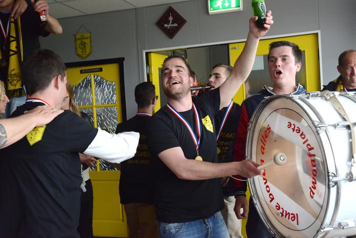 Uit het fotoboek: Hoofdplaat viert feest wanneer VV Hoofdplaat kampioen vijfde klasse is