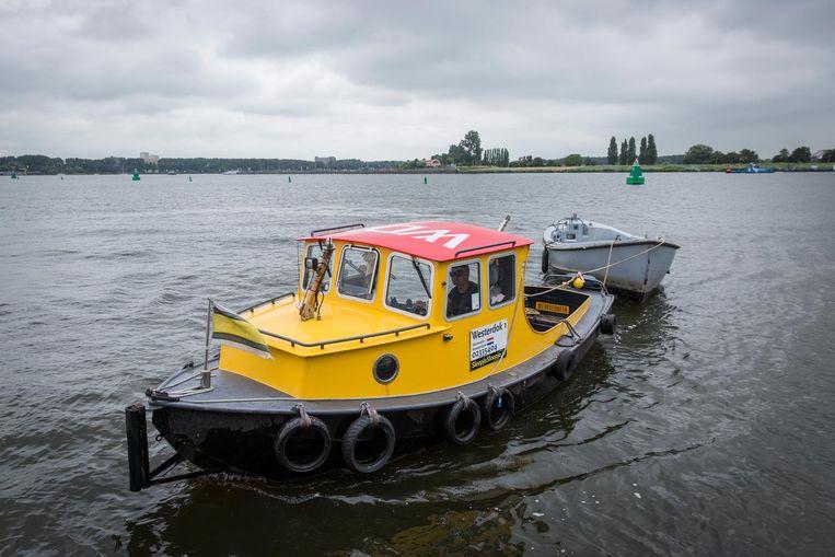De gele sleepboot van Sleepjesloepje, alias 'de badeend' Beeld Dingena Mol