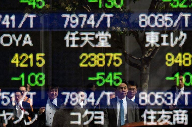 De Nikkei-index in Tokio daalde maar liefst 5,4 procent. Beeld epa