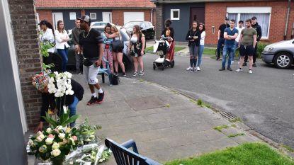Stille wake voor man die stierf tijdens huisuitzetting loopt uit de hand, manifestanten bekogelen politiekantoor