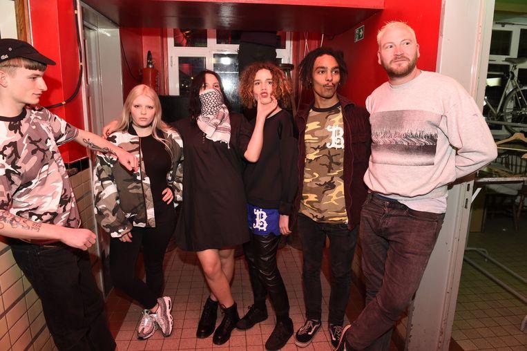 Modeontwerper Sven Mes (rechts) met zijn gabbermodellen.