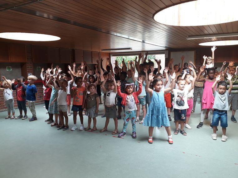 Vrijdagmiddag hielden de kinderen hun traditionele slotshow aan het einde van de taalstage in Blokbos.