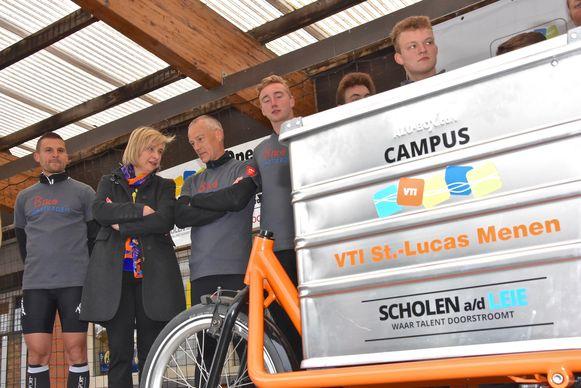 Met zelfgemaakte bakfiets van Menen naar Amsterdam - Minister Hilde Crevits