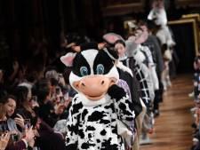 Stella McCartney fait défiler des animaux lors de son show à Paris