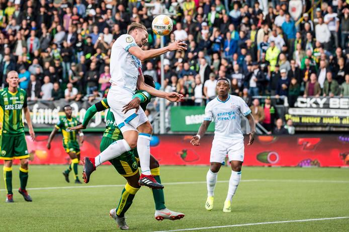 Luuk de Jong maakt vlak voor rust 0-2.
