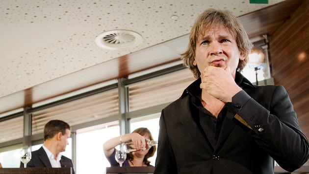 Matthijs van Nieuwkerk hoort bij de acht presentatoren die meer mogen verdienen dan de balkenendenorm.