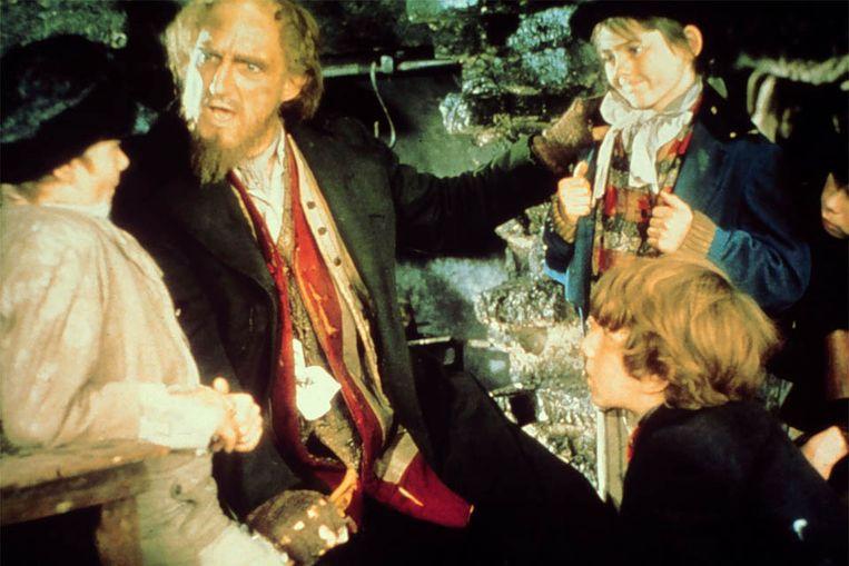 Scene uit Oliver! (1968) met Mark Lester rechtsboven. (Kippa) Beeld KIPPA