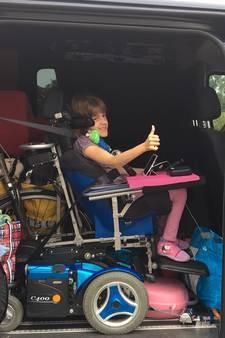 Vier maanden na diefstal heeft Amber haar nieuwe rolstoelbus